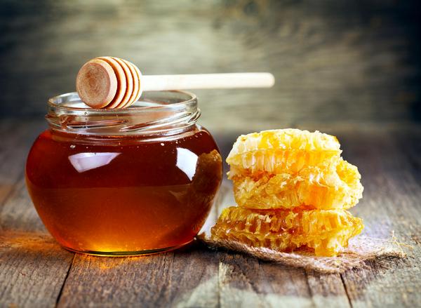 При болях в печени рекомендовано употреблять мед вместо сахара